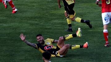 Mauricio Pinilla se retorció del dolor en el duelo entre Coquimbo y Huachipato.