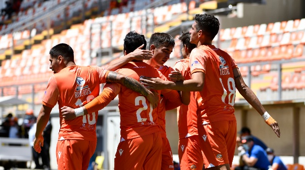 Un doblete de Gabriel Tellas ratificó el despegue de Cobreloa