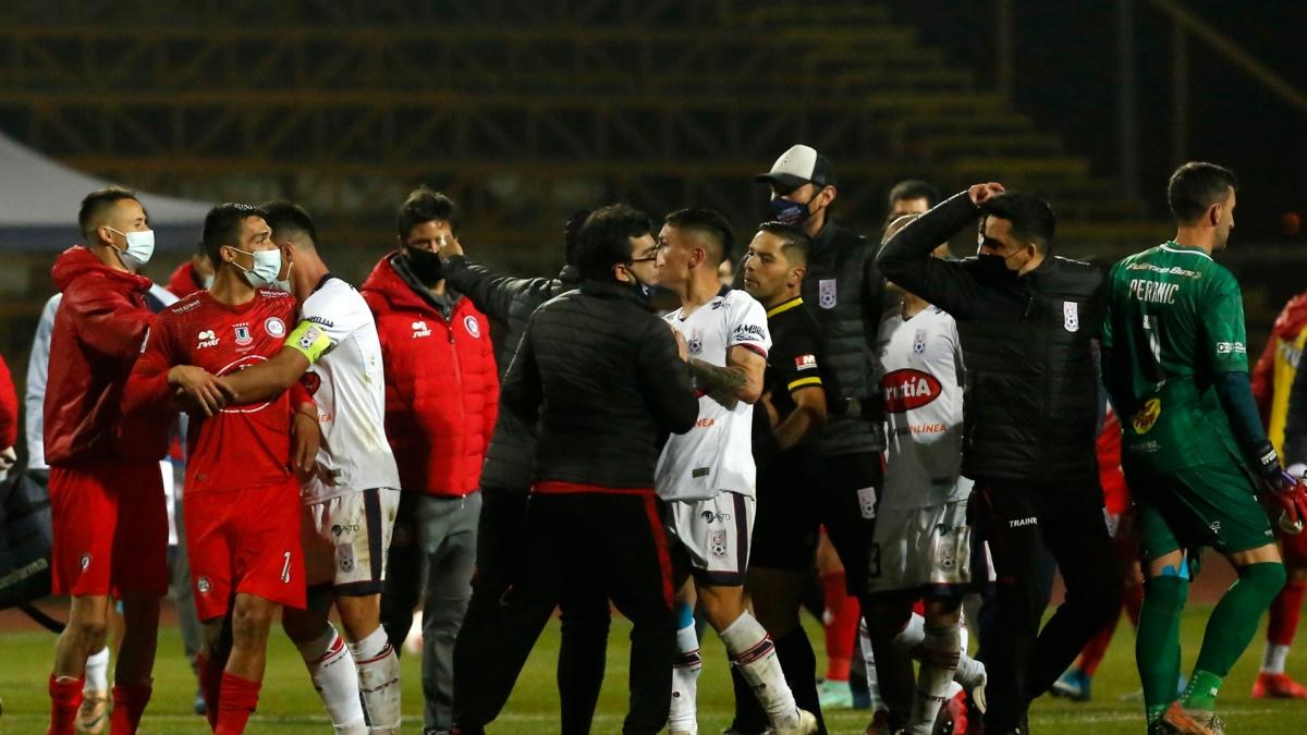 La polémica que marcó el final en La Pintana   TNT Sports